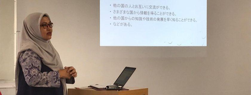 Dosen Prodi D3 Bahasa Jepang yang diundang sebagai Keynote Speaker pada acara OSIP Forum Conference