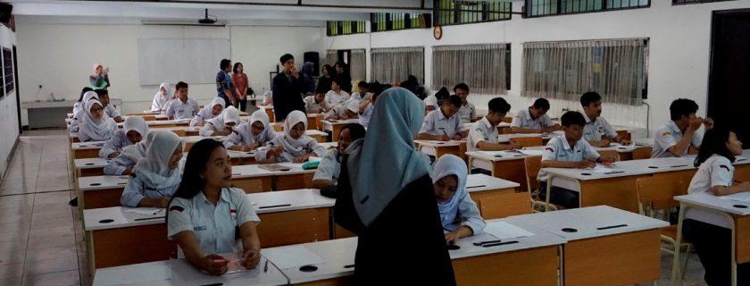 Program Pengabdian Masyarakat ke SMA 16 Bandung