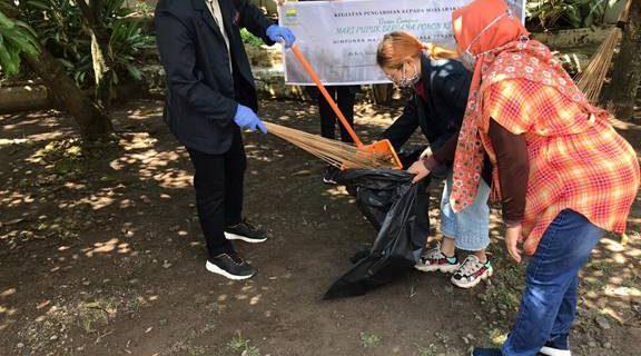 Mahasiswa, Ka. Prodi dan Dosen Prodi D-III Bahasa Jepang Mengikuti Kegiatan Pengabdian kepada Masyarakat Green Campus